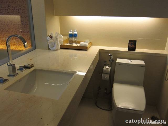 Bathroom is clean and big at Pathumwan Princess Hotel Bangkok