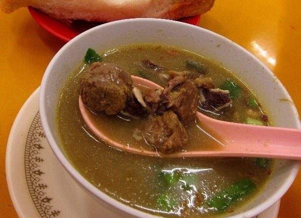 Hameed Soup in Penang is famous for serving tasty ox and lamb soup.