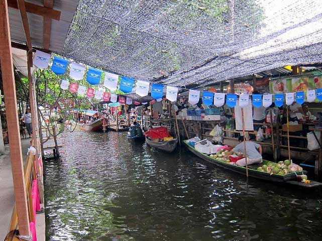 Khlong Lat Mayom, a good floating market in Bangkok