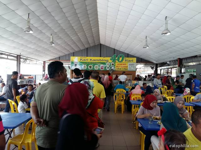 The long queue at Kari Kambing 40 Hari