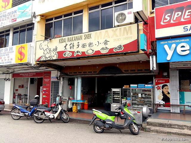 maxim Snack Shoppe is the go-to place for tea time in Yong Peng