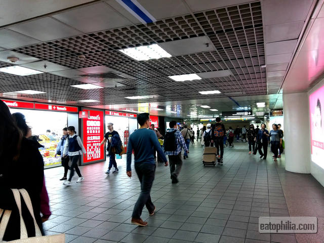 The Taipei Main Station is so full of commuters and lost travelers.